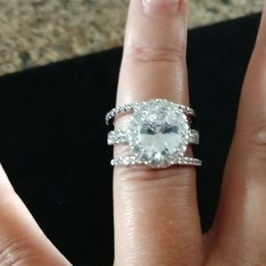 Jewelry - Oval Halo Bridal Set
